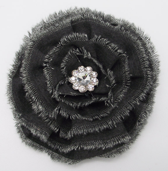 BROOCH - GREY FLOWER 3.5'