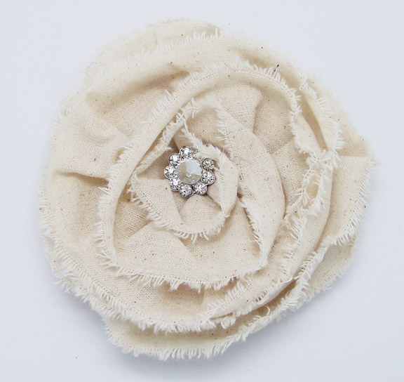 BROOCH - WHITE FLOWER 4.5'